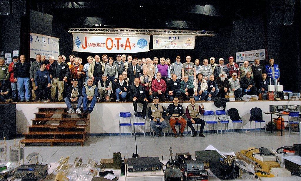 Foto di gruppo con espositori